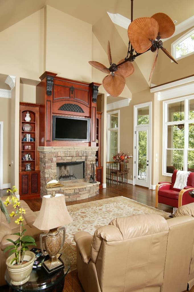 Black corbels in living room with vaulted ceilings