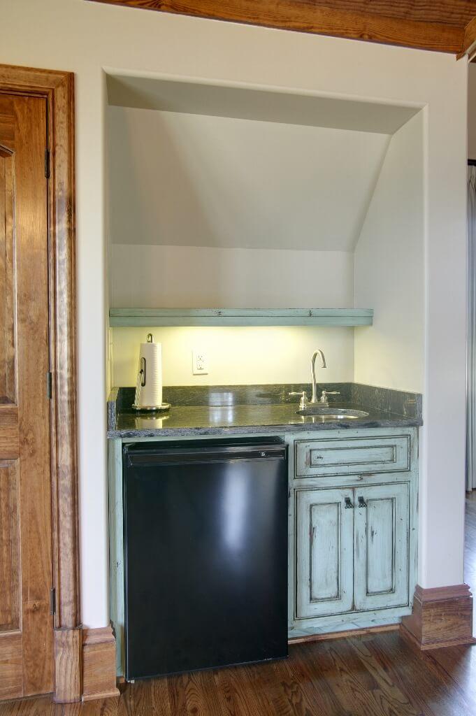 Custom bevarage station with undermount sink